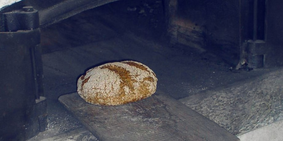 Rye bread baking in the Val d'Anniviers
