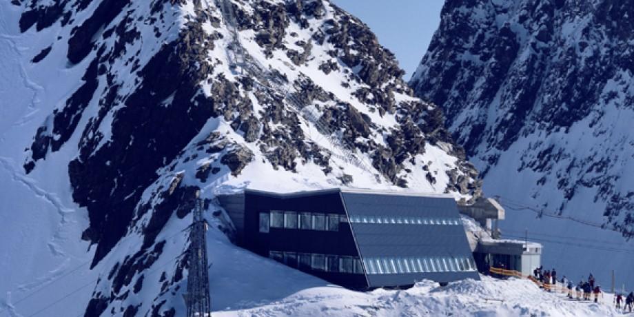 Matterhorn glacier paradise - village, 17 km