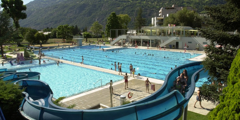 Piscines en plein air couvertes brig piscine en plein for Piscine en suisse