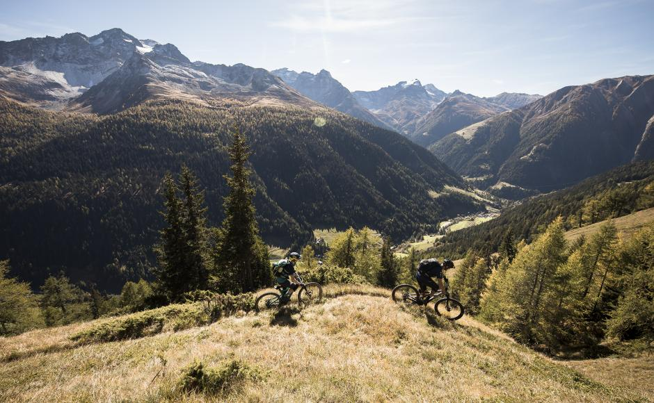 Mountain bike con vista sul Goms, Vallese
