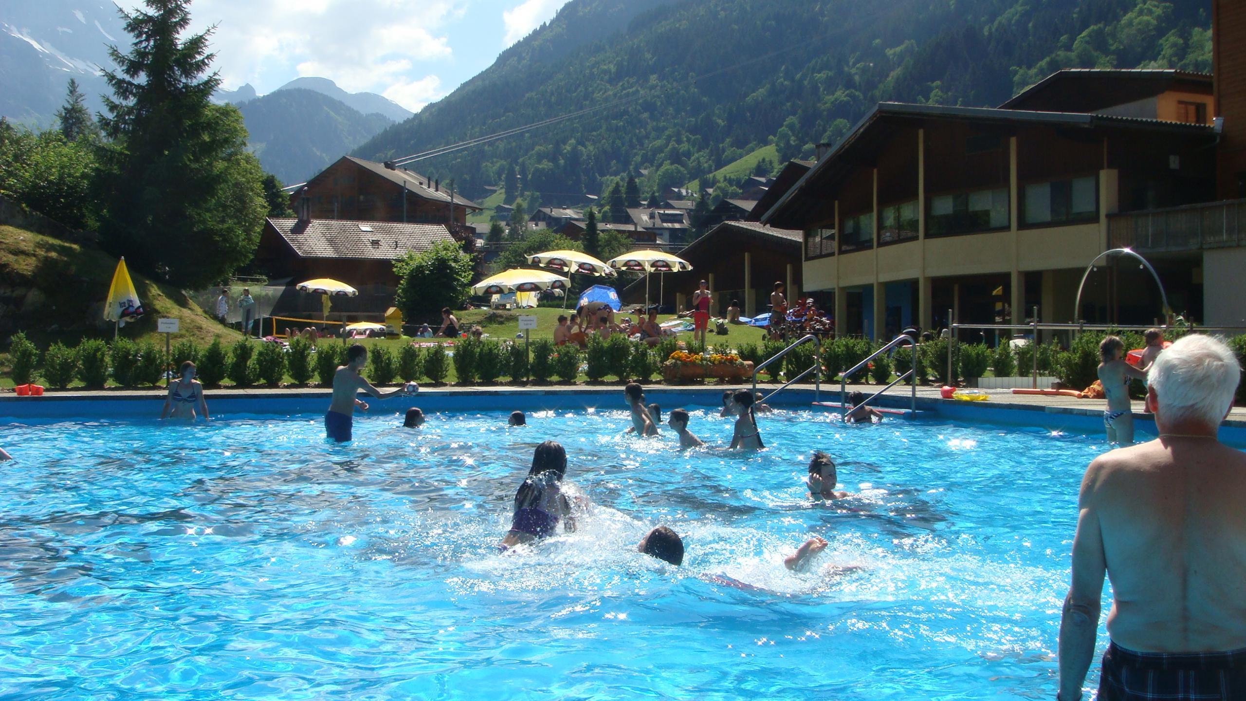 Piscine palladium piscines en plein air couvertes in for Piscine en suisse