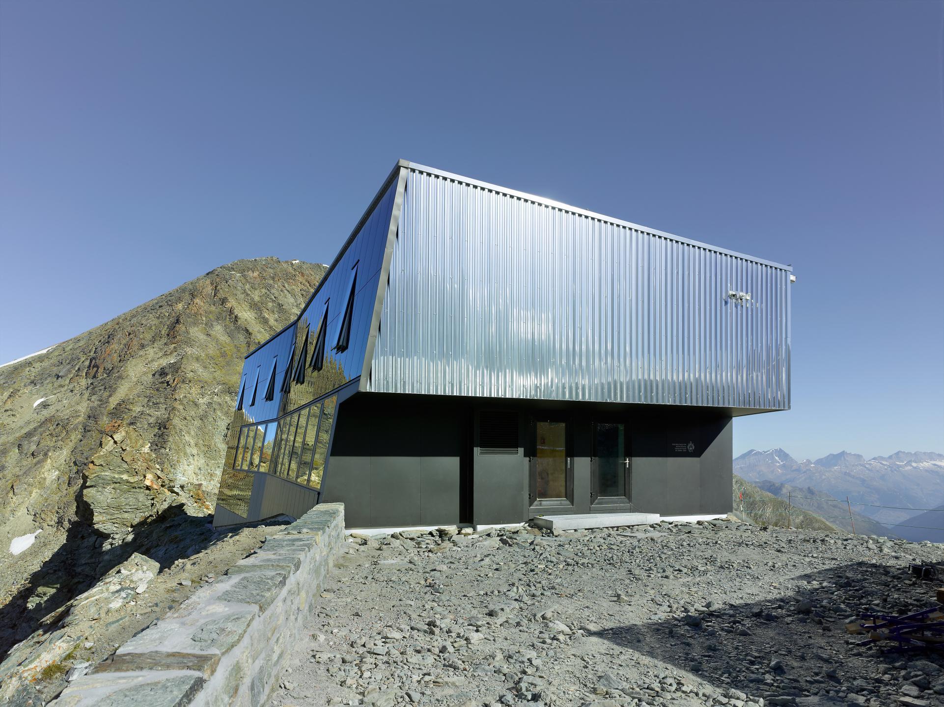 les plus jolies cabanes de montagne du valais valais suisse. Black Bedroom Furniture Sets. Home Design Ideas