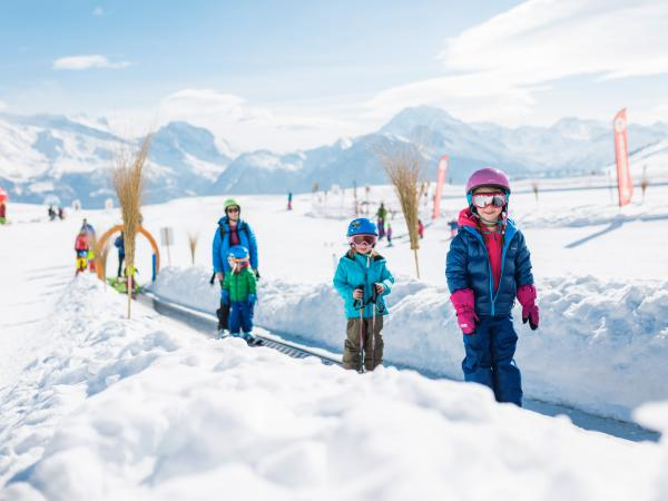 Kinder in Blatten-Belalp, Wallis