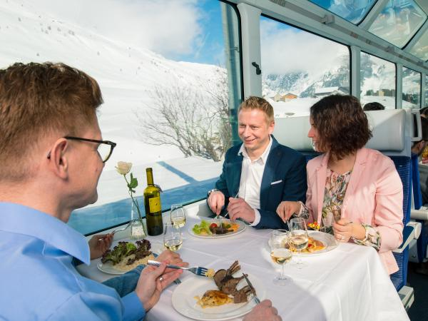 Gastronomic trips Wine & Dine, train with 5-course meal in winter from Brig to Disentis, snow, Valais, Switzerland