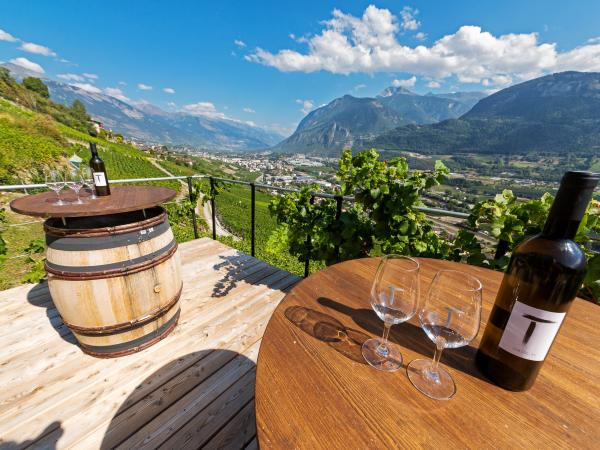 Cave Le Tambourin in Corin, wine tasting in Valais, Switzerland