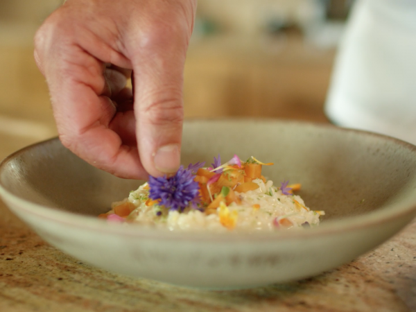 Risotto mit Walliser Aprikosen, Rezept von: Pierre Crepaud, Küchenchef im Restaurant LeMontBlanc, LeCrans Hotel & Spa Crans-Montana, Valais Wallis Schweiz