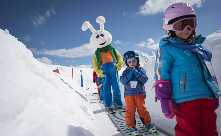 Snowli, the snow garden's mascot, accompanies children on the magic carpet to the top of the gentle piste.