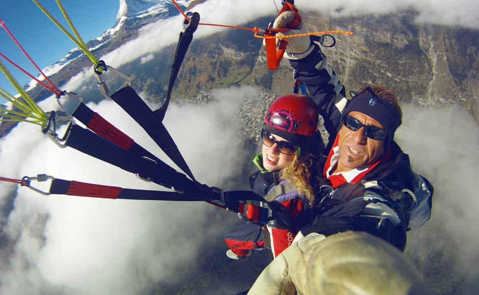You need no previous experience of paragliding and don't have to be a sports ace to become airborne: A great idea for a gift to friends too!